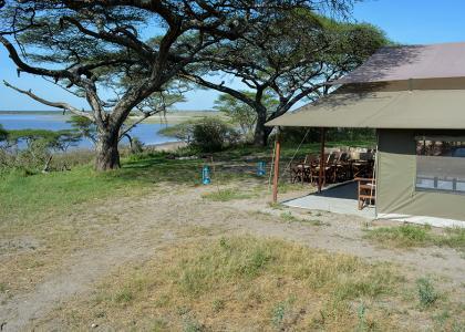 Vores teltlejr midt ude på Serengetis savanne