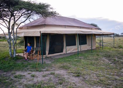 Store komfortable telte med rigtige senge, eget bad og toilet