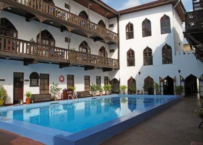 Tembo Hotels store pool med plads til hele familien